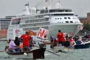 VENEZIA: NO GRANDI NAVI, MANIFESTAZIONE IN LAGUNA
