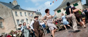 D-Day-Festival-2013-Carentan-Concert-The-Three-Belles-©-Virginie-MEIGNE-21-580x250