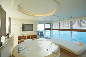 ms-europa-2-owner-suite-mit-whirlpool-und-daybed