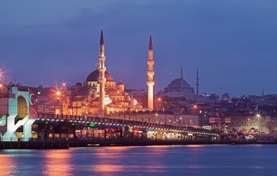 Turkey, Istanbul_Galata Bridge & Yeni Mosque_sb10061605t-001 (Renaud Visage_Photodisc_Getty)-652x415_17