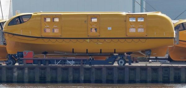 Ein-Rettungsboot-der-Quantum-of-the-Seas-aus-der-Fassmer-Werft-1024x486