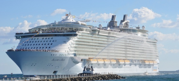 Allure_of_the_Seas_Front