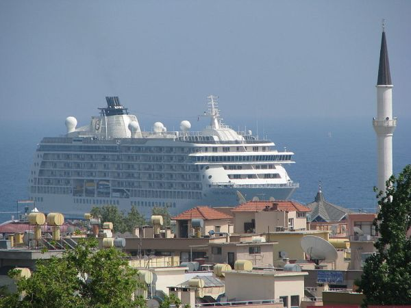 Cruise-ships-in-alanya-horbour
