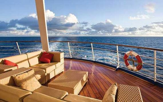 Seven-Seas-Voyager-Deck