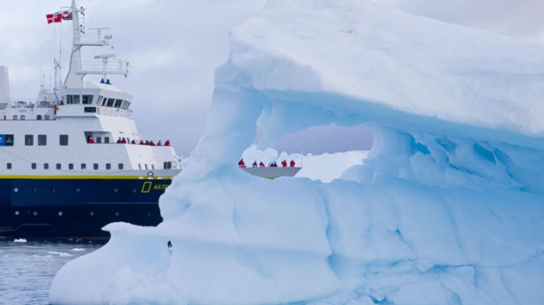 Arctic_ice_class_vessel