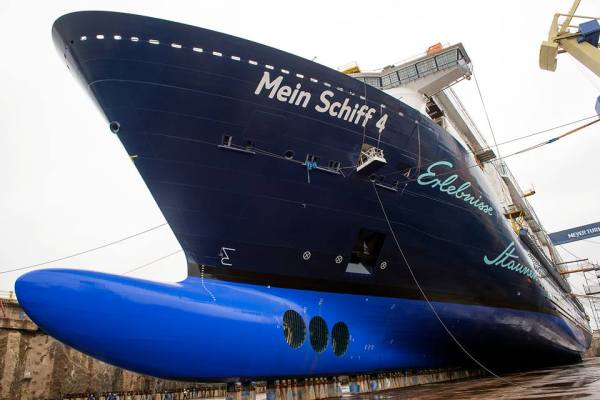 Mein Schiff 4 float-out
