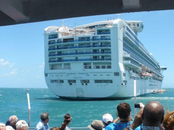 boarding-diamond-princess-port-douglas-australia+1152_12839449957-tpfil02aw-27590