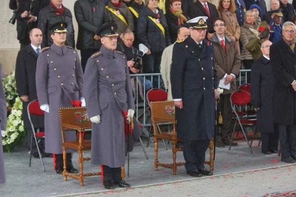 I reali alla commemorazione alla Porta di Menin a Ypres