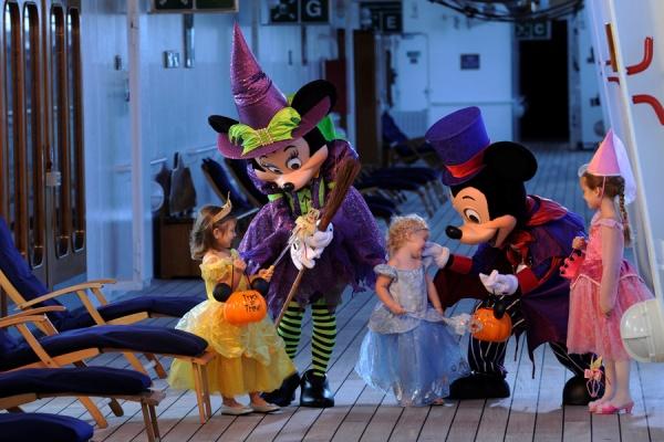 disney-cruise-line-halloween-characters-kids